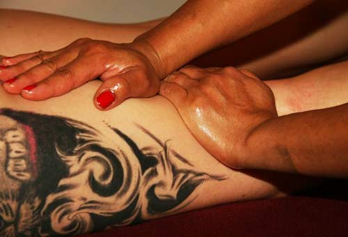 Eine erotische Massage kann wunderbar ins Vorspiel mit eingebaut werden