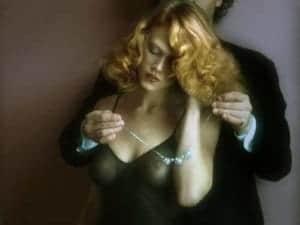 Ein Schmuckstück für die Frau als Geschenk kann einen besonderen erotischen Abend einläuten