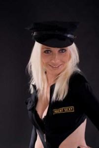 Polizistinnen-Kostüm für spannende Szenen im Schlafzimmer