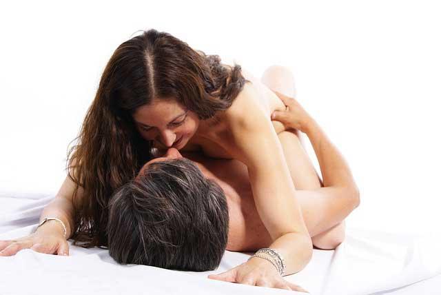 Paar beim Liebesspiel