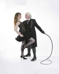 BDSM Paar mit Lederpeitsche