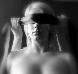 Augenbinde - mehr fühlen, weniger sehen