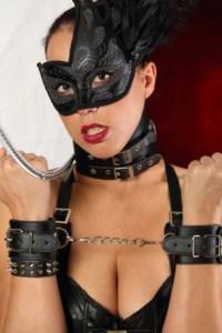 Bondage Spaß mit Maske und Fesseln