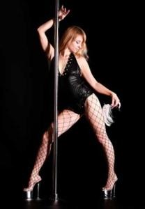 Erotischer Tanz an der Pole Dance Stange