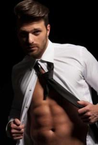 Passende Oberteile für den sexy Mann