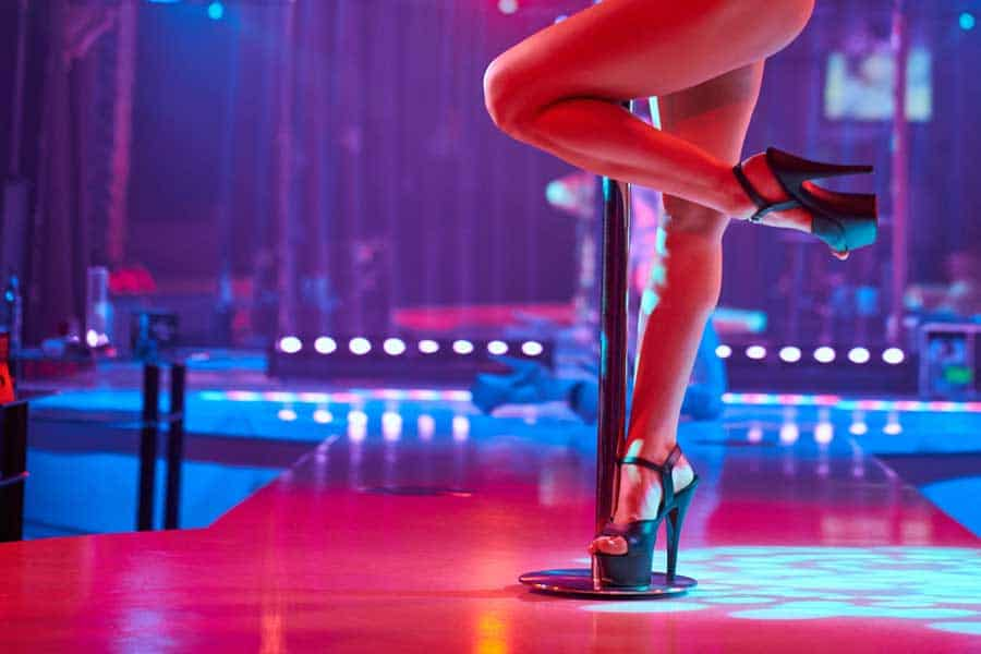 Pole Dance © depositphotos.com